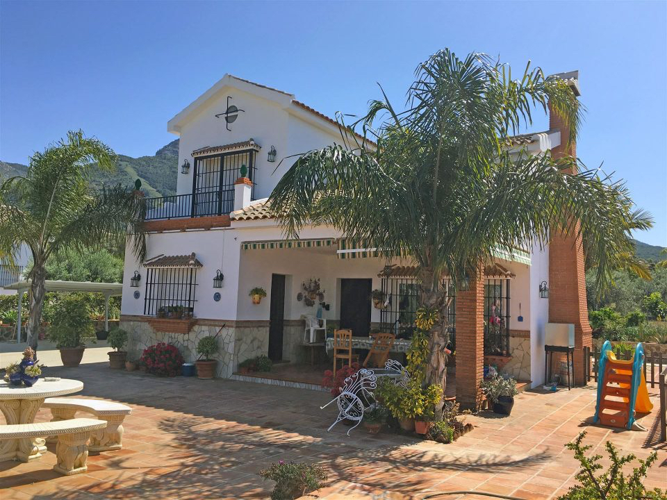 Alhaurin El Grande country house to rent from €1,500 per month